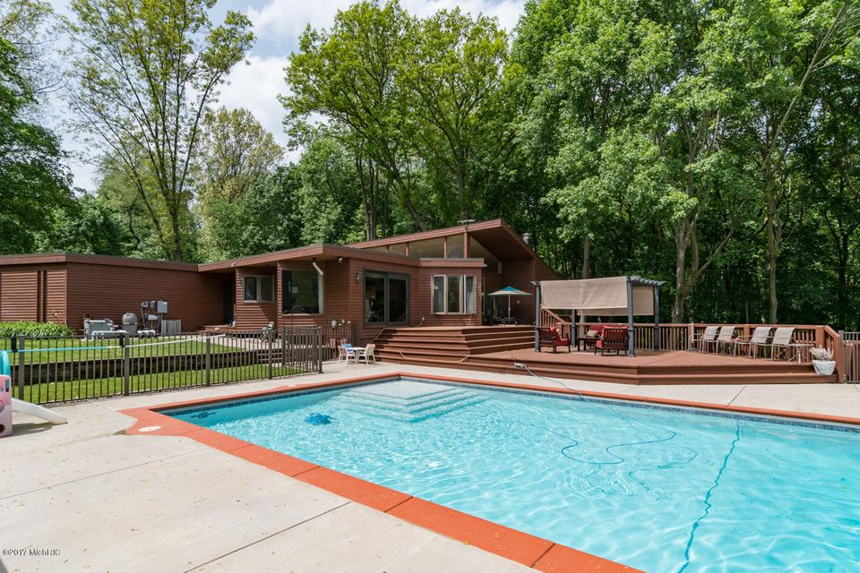 Single Family Home for Sale at 1000 Inkster Kalamazoo, Michigan 49008 United States
