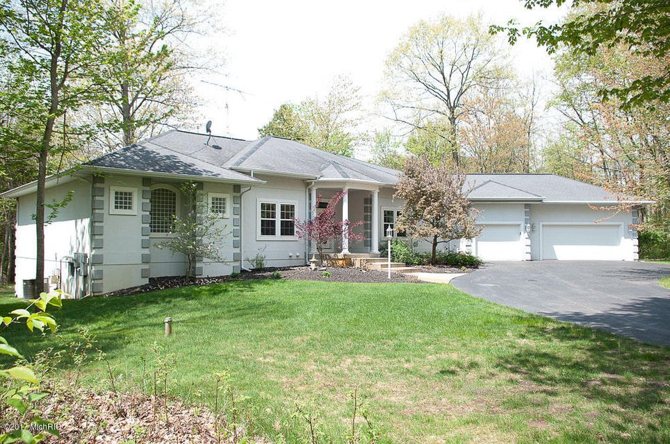 Single Family Home for Sale at 7807 Jefferson Canadian Lakes, Michigan 49346 United States