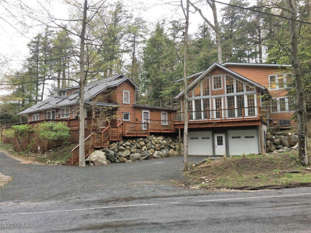 独户住宅 为 销售 在 7002 Lakeshore Manistee, 密歇根州 49660 美国