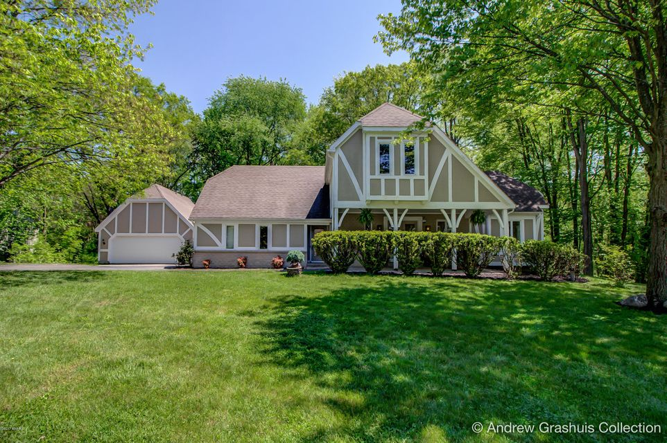 Single Family Home for Sale at 1884 Mont Rue Grand Rapids, Michigan 49546 United States