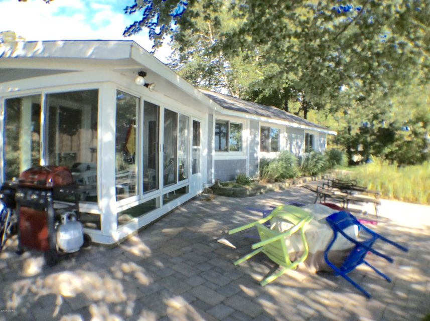 Single Family Home for Sale at 17701 North Shore Estates Spring Lake, Michigan 49456 United States