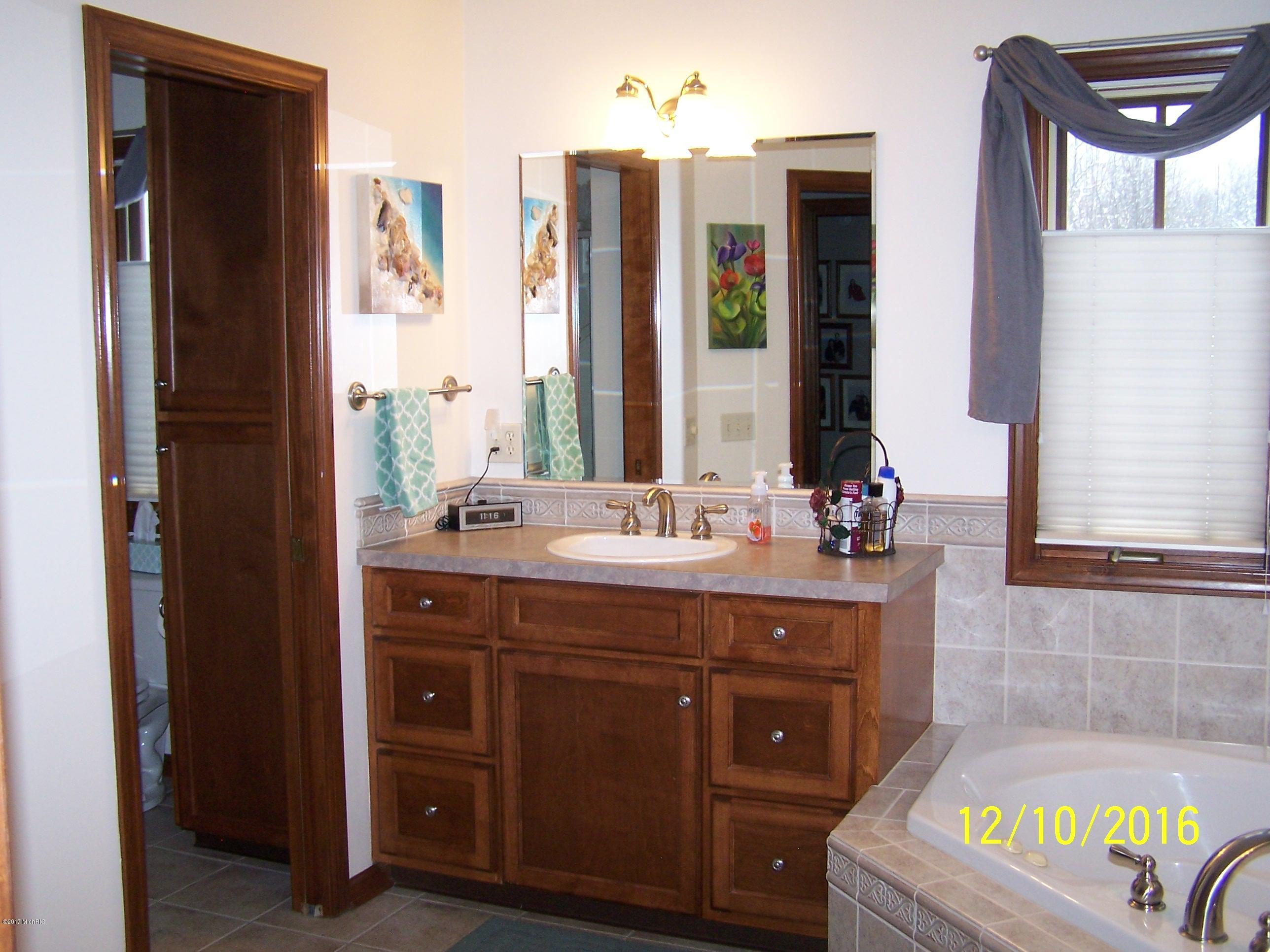 Bathroom Cabinets Grand Rapids Mi 283 kara sw, grand rapids, mi, 49534 - sold listing, mls