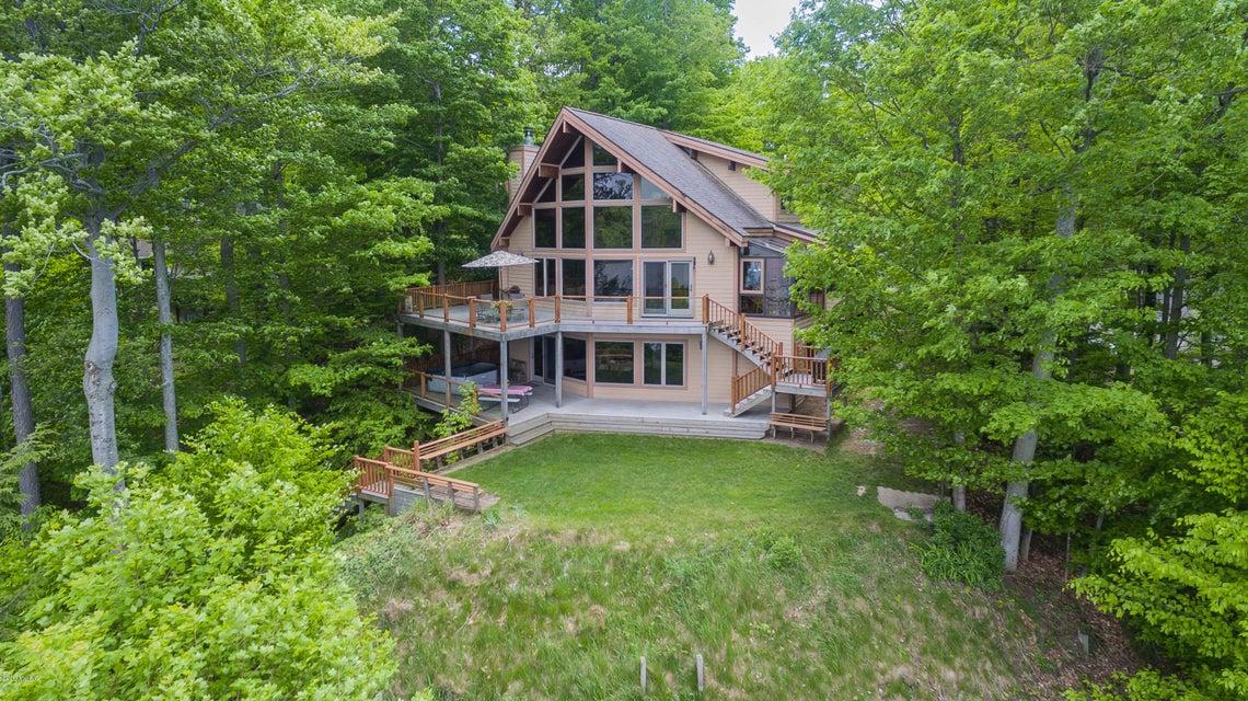 独户住宅 为 销售 在 6218 Loggers 6218 Loggers Ludington, 密歇根州 49431 美国