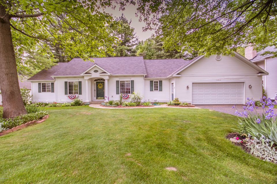 Single Family Home for Sale at 14640 Creek Edge Holland, Michigan 49424 United States