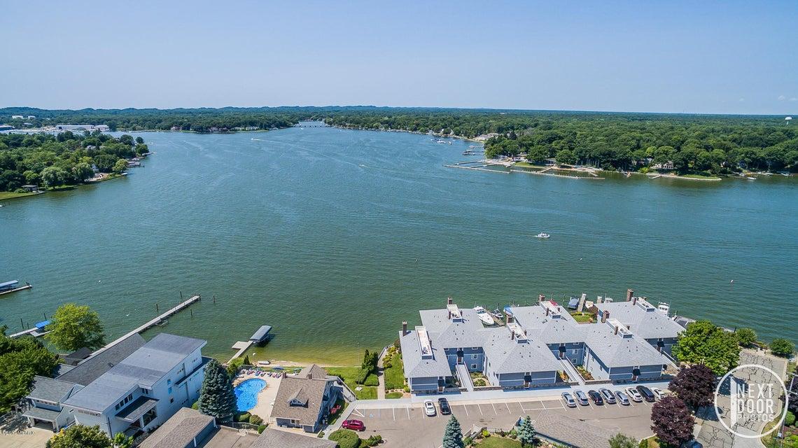 独户住宅 为 销售 在 400 Lakeview 400 Lakeview 斯普林莱克, 密歇根州 49456 美国