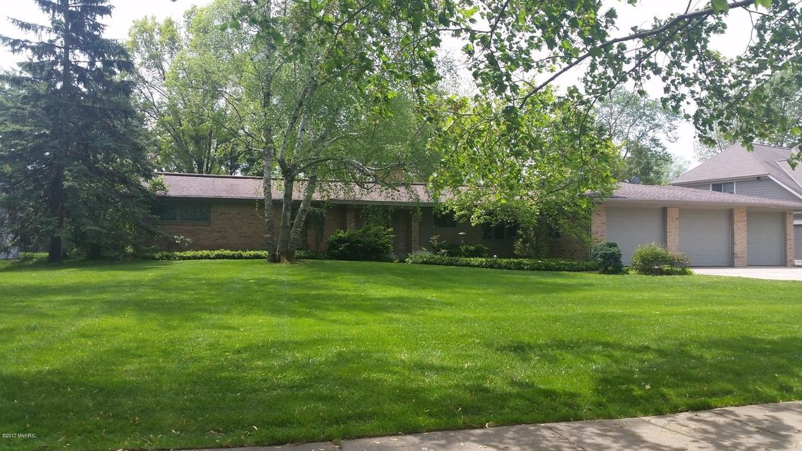 Single Family Home for Sale at 3004 Woodcliff East Grand Rapids, Michigan 49506 United States