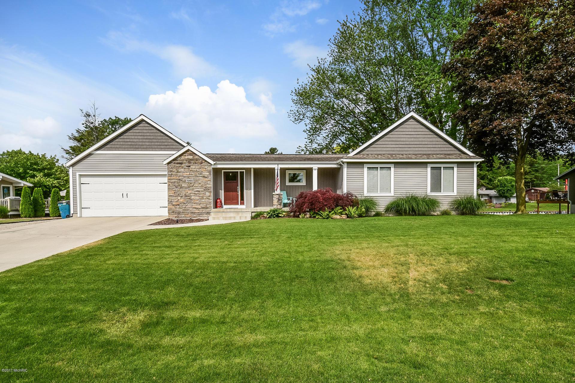 独户住宅 为 销售 在 15485 Howard 15485 Howard 斯普林莱克, 密歇根州 49456 美国
