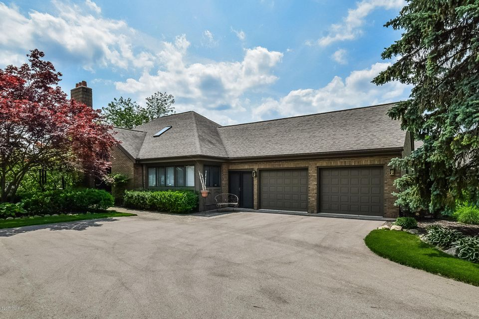 Single Family Home for Sale at 618 Cascade Hills Grand Rapids, Michigan 49546 United States