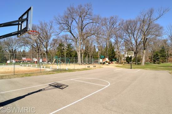 52015 Lake Park Avenue