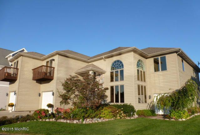 Single Family Home for Sale at 2349 Riverside Pointe 2349 Riverside Pointe St. Joseph, Michigan 49085 United States
