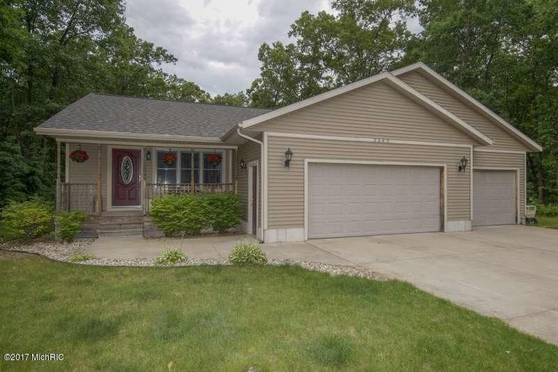 Single Family Home for Sale at 2562 Hickory Nut Muskegon, Michigan 49442 United States