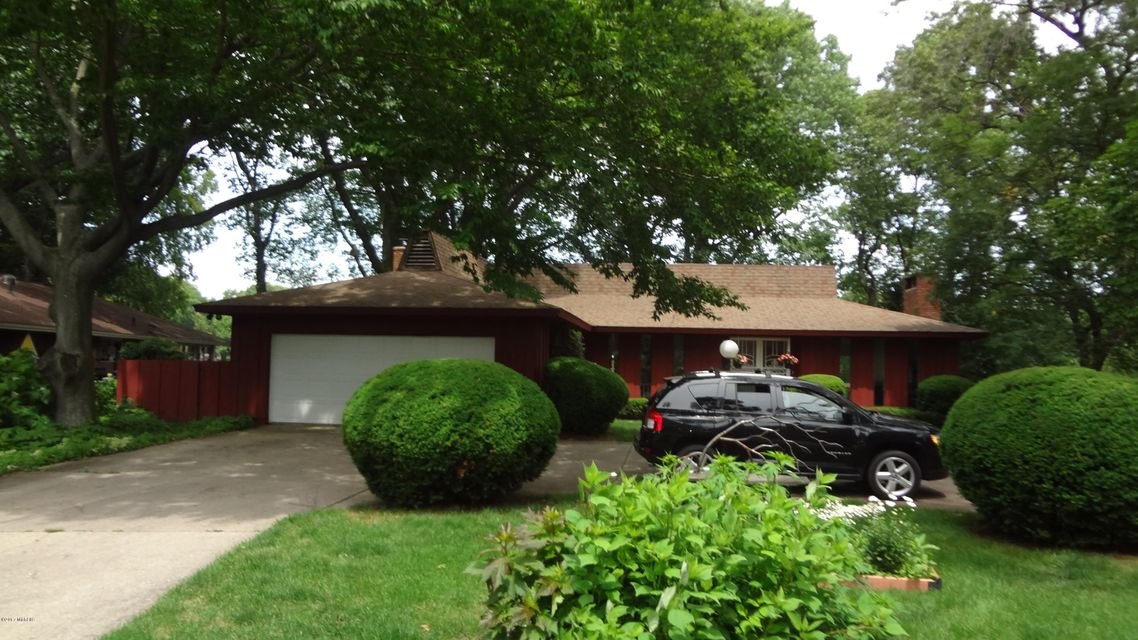 Single Family Home for Sale at 1650 Bayview Norton Shores, Michigan 49441 United States