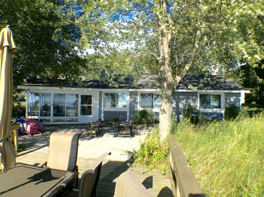 Single Family Home for Sale at 17701 North Shore Estates 17701 North Shore Estates Spring Lake, Michigan 49456 United States