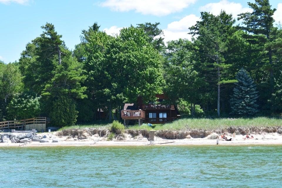 独户住宅 为 销售 在 3440 Lakeshore Manistee, 密歇根州 49660 美国