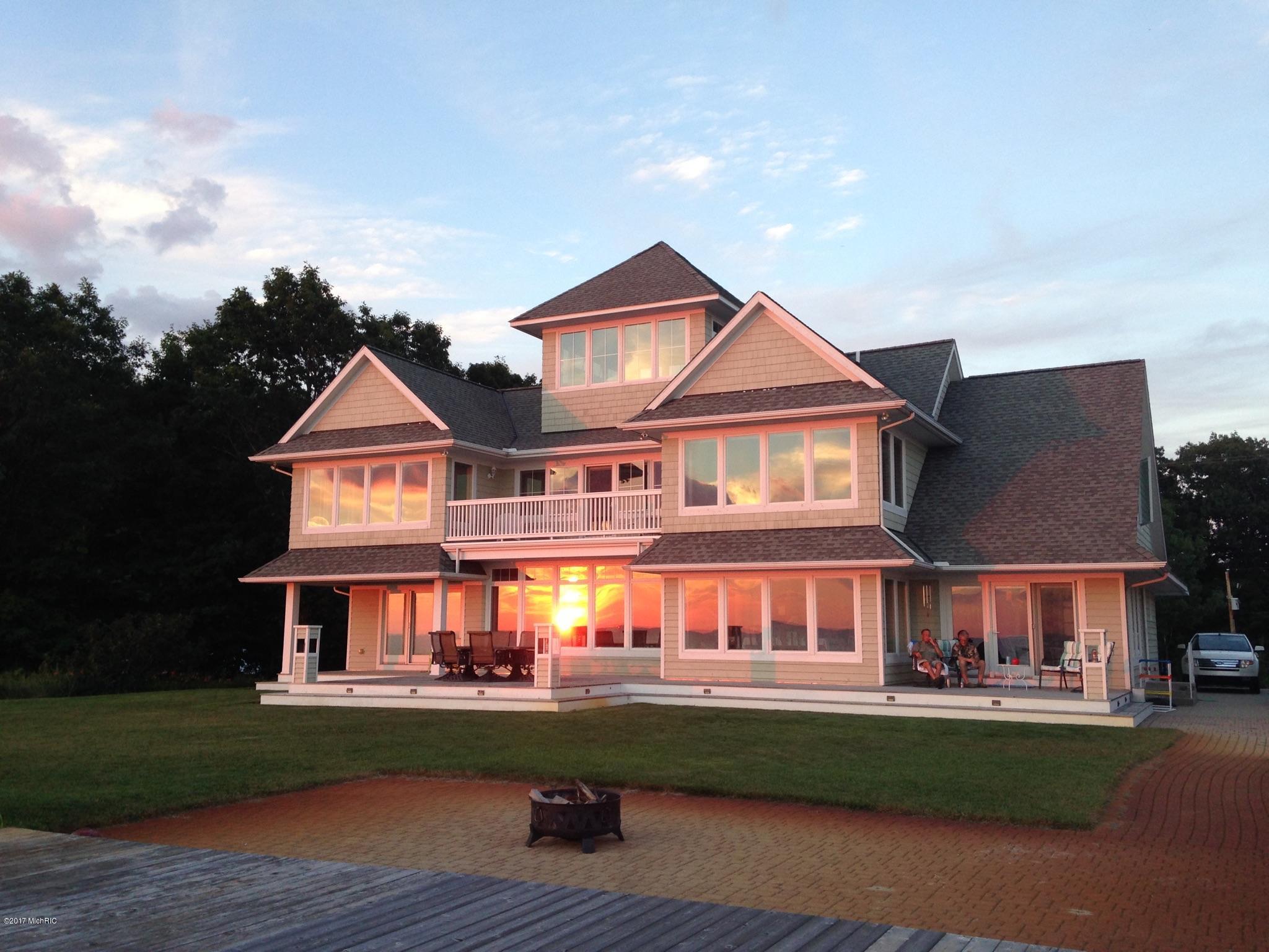 独户住宅 为 销售 在 17080 Lakeshore Hills 17080 Lakeshore Hills 西奥利弗, 密歇根州 49460 美国