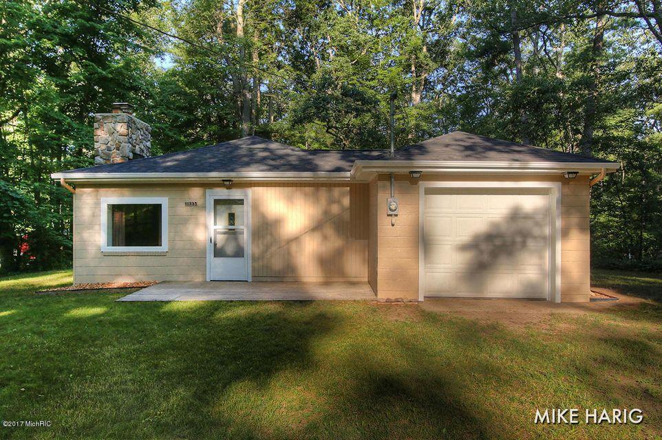 Single Family Home for Sale at 11335 Hemlock Holton, Michigan 49425 United States