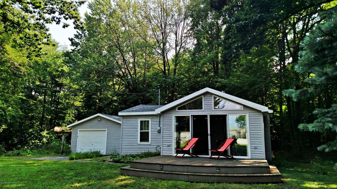 Single Family Home for Sale at 5167 Ford Lake 5167 Ford Lake Fountain, Michigan 49410 United States