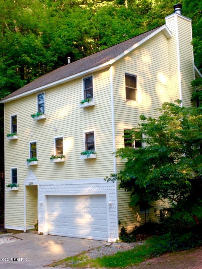 独户住宅 为 销售 在 2244 Maksaba 2244 Maksaba Macatawa, 密歇根州 49434 美国