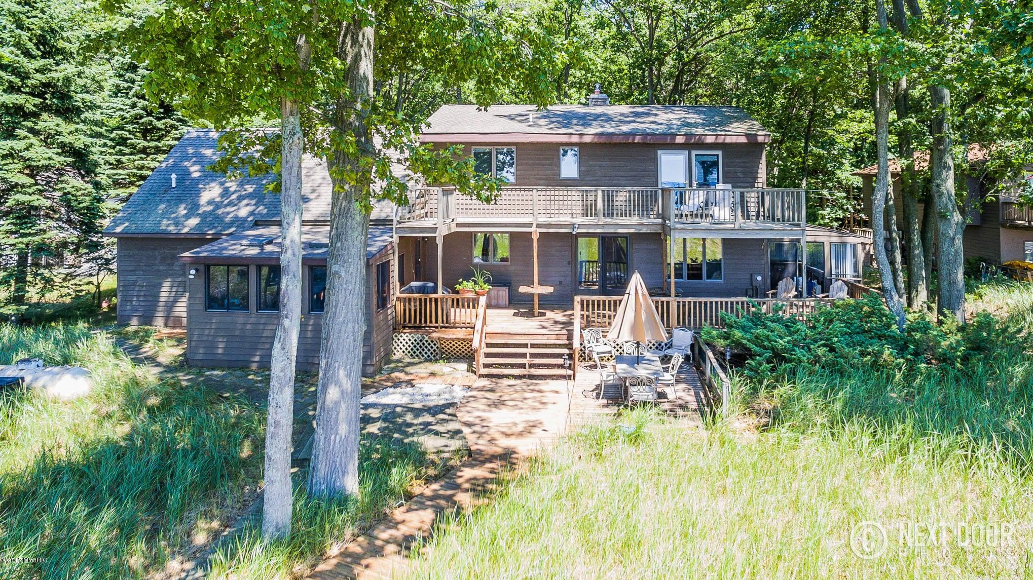 Single Family Home for Sale at 3501 Winnetaska 3501 Winnetaska Norton Shores, Michigan 49441 United States