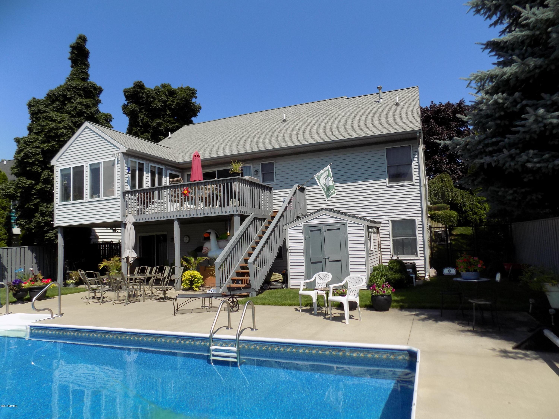 独户住宅 为 销售 在 15706 Riverside 15706 Riverside 斯普林莱克, 密歇根州 49456 美国