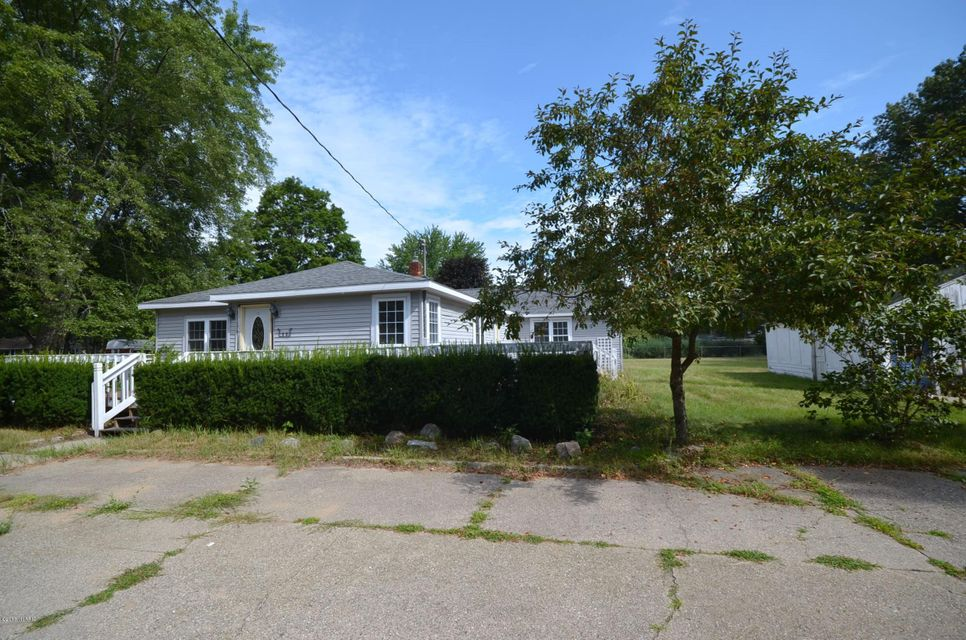Single Family Home for Sale at 15469 Pruin Spring Lake, Michigan 49456 United States