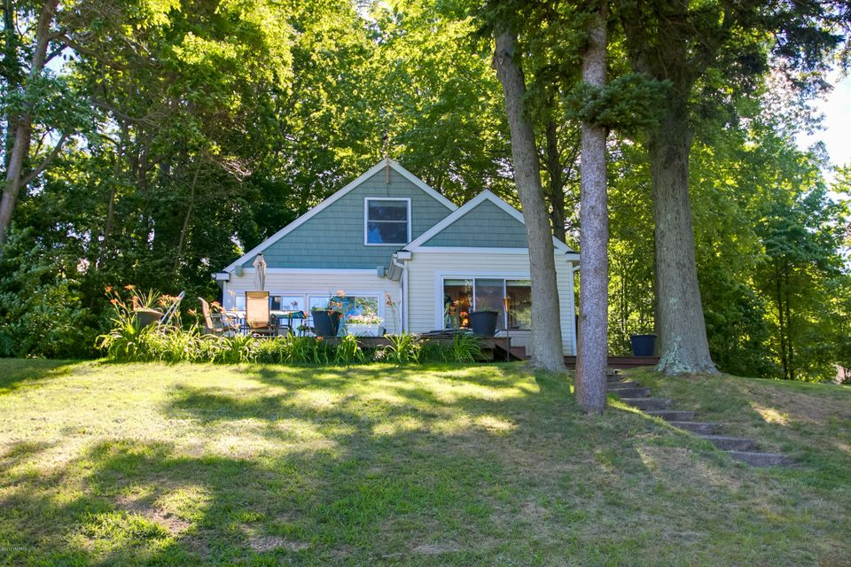 Single Family Home for Sale at 19115 Minetta Spring Lake, Michigan 49456 United States