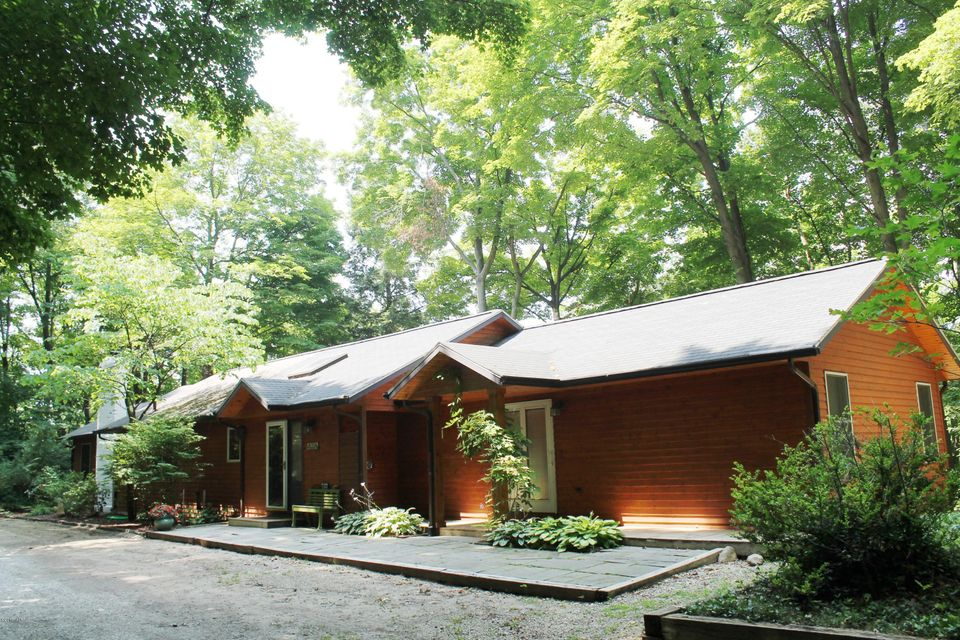 Single Family Home for Sale at 12524 Midway 12524 Midway Sawyer, Michigan 49125 United States