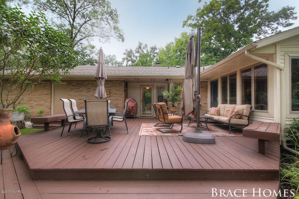 2446 bristolwood drive nw grand rapids mi 49544 sold listing
