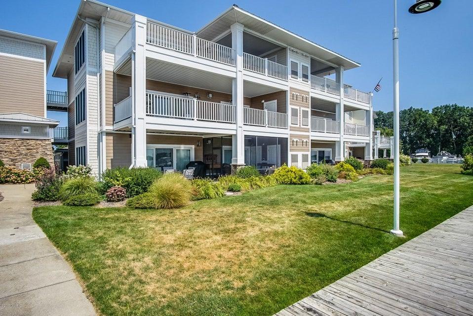 Single Family Home for Sale at 930 Savidge 930 Savidge Spring Lake, Michigan 49456 United States
