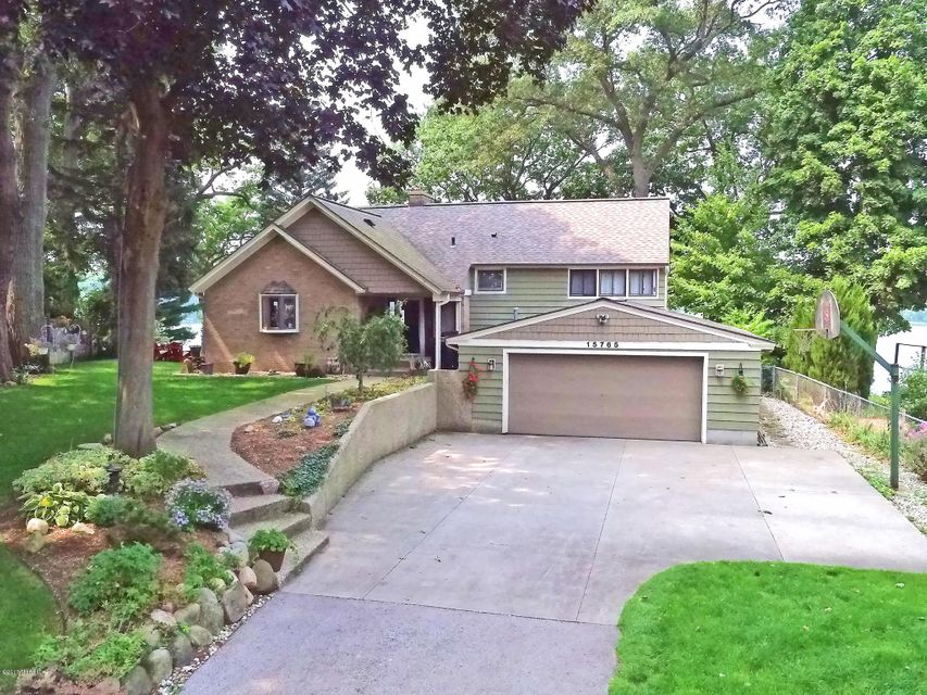 Single Family Home for Sale at 15765 Vine 15765 Vine Spring Lake, Michigan 49456 United States