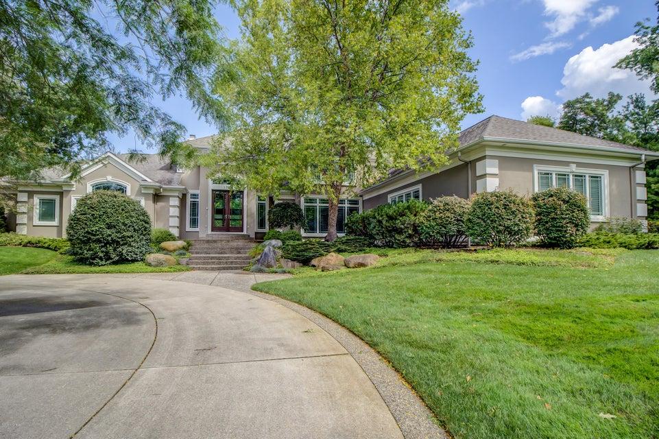 独户住宅 为 销售 在 1370 Old Oak Hill 1370 Old Oak Hill Ada, 密歇根州 49301 美国