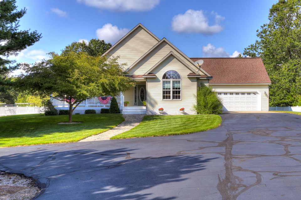 Single Family Home for Sale at 3120 Riley Thompson Whitehall, Michigan 49461 United States