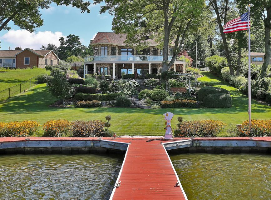 Single Family Home for Sale at 8 Circle Fruitport, Michigan 49415 United States