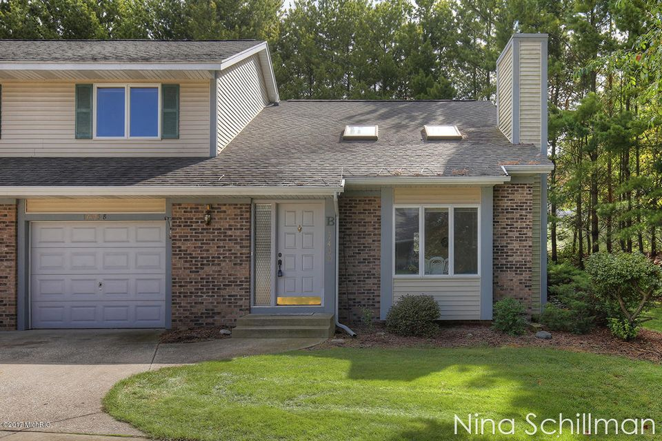 Single Family Home for Sale at 17495 Parkwood Spring Lake, Michigan 49456 United States