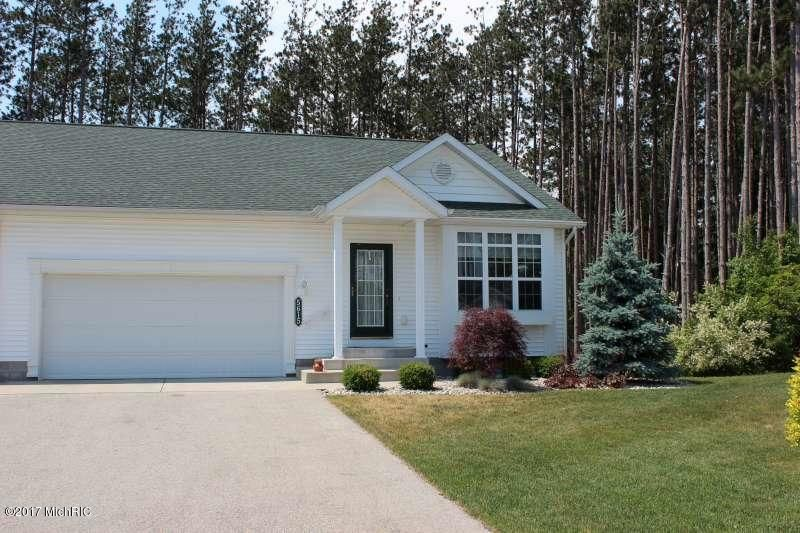 Single Family Home for Sale at 5615 Turning Leaf Fruitport, Michigan 49415 United States