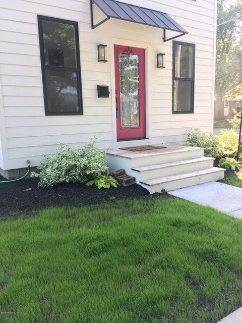 独户住宅 为 销售 在 214 Jackson 214 Jackson 斯普林莱克, 密歇根州 49456 美国