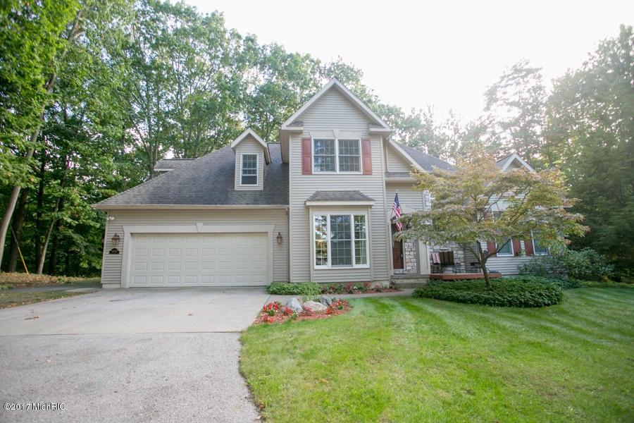 独户住宅 为 销售 在 16228 Heritage 16228 Heritage 斯普林莱克, 密歇根州 49456 美国