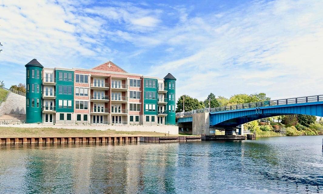 Single Family Home for Sale at 80 Washington 80 Washington Manistee, Michigan 49660 United States