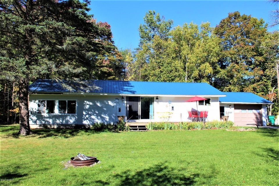 Single Family Home for Sale at 7186 Sugar Grove 7186 Sugar Grove Fountain, Michigan 49410 United States