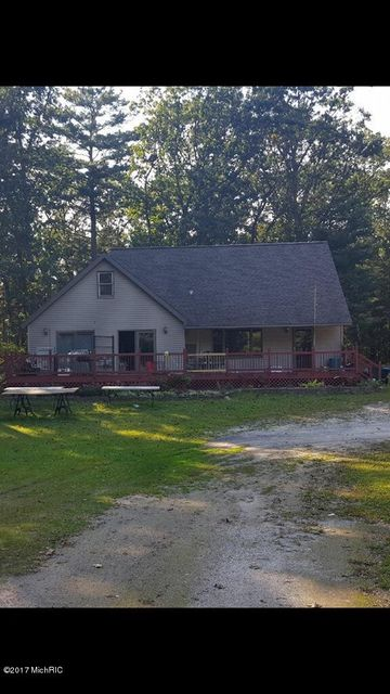 Single Family Home for Sale at 105 Mike 105 Mike Fountain, Michigan 49410 United States