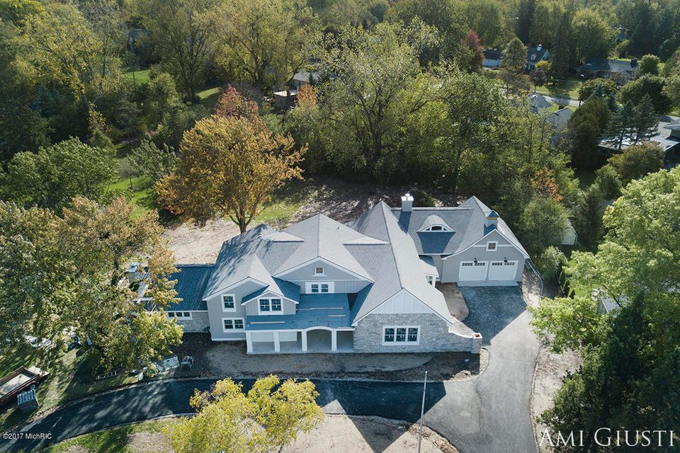 Single Family Home for Sale at 2840 Bonnell 2840 Bonnell East Grand Rapids, Michigan 49506 United States