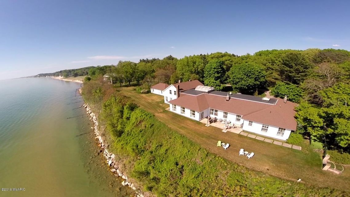 独户住宅 为 销售 在 711 N Lakeshore Drive 711 N Lakeshore Drive Ludington, 密歇根州 49431 美国