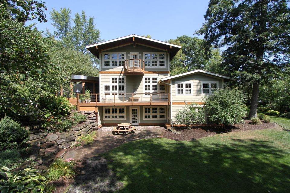 Single Family Home for Sale at 2946 Pioneer Club Road 2946 Pioneer Club Road East Grand Rapids, Michigan 49506 United States