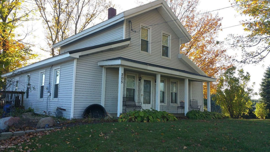 Single Family Home for Sale at 205 Hillsdale 205 Hillsdale North Adams, Michigan 49262 United States