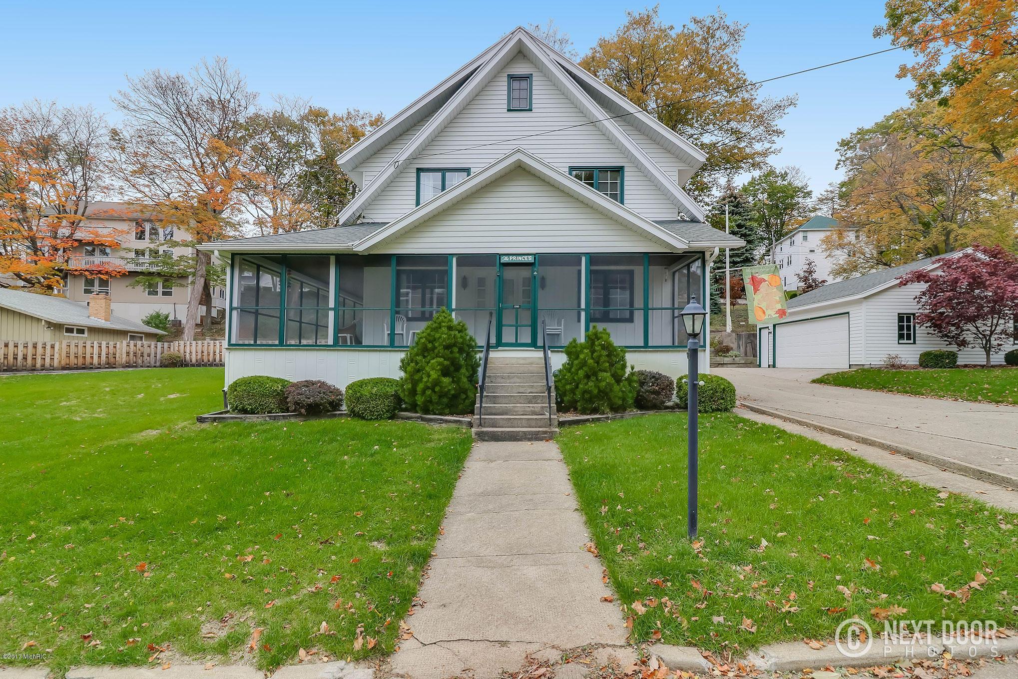 独户住宅 为 销售 在 2393 Valley 2393 Valley Macatawa, 密歇根州 49434 美国