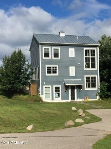 独户住宅 为 销售 在 1901 Lakeshore 1901 Lakeshore Ludington, 密歇根州 49431 美国