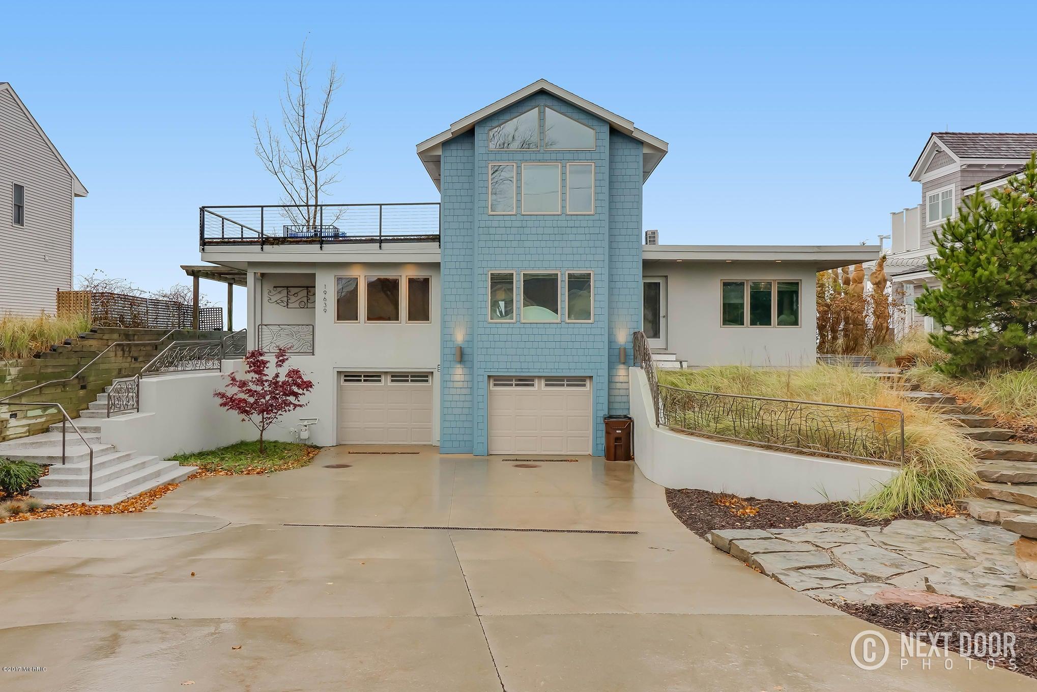 独户住宅 为 销售 在 19639 North Shore 19639 North Shore 斯普林莱克, 密歇根州 49456 美国