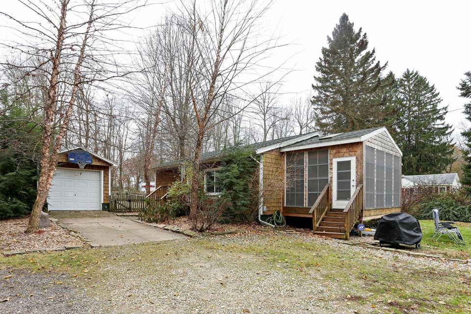 Single Family Home for Sale at 15950 Roe 15950 Roe Buchanan, Michigan 49107 United States
