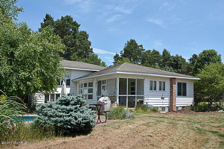 Single Family Home for Sale at 53068 CR 653 53068 CR 653 Paw Paw, Michigan 49079 United States