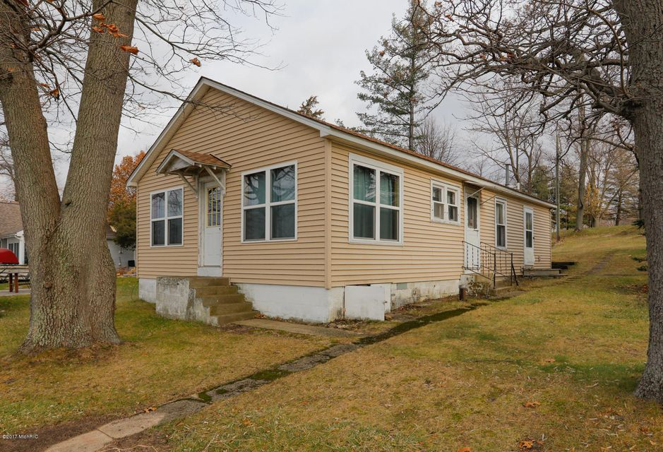Single Family Home for Sale at 32167 Chamberlin 32167 Chamberlin Lawton, Michigan 49065 United States